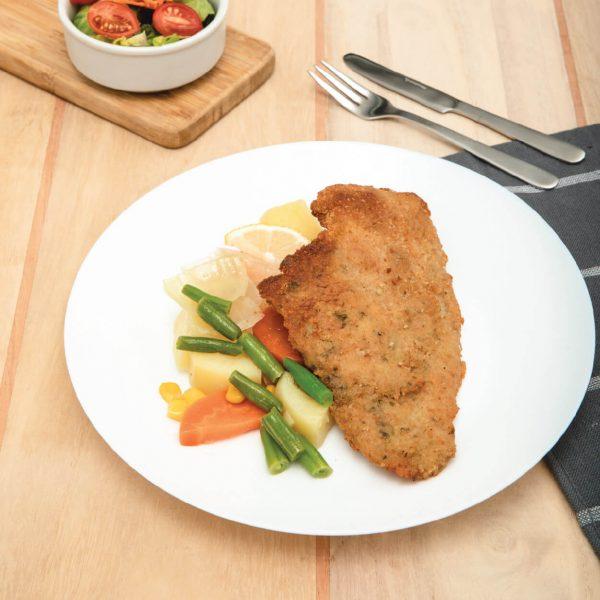 Milanesa de pollo con vegetales al vapor